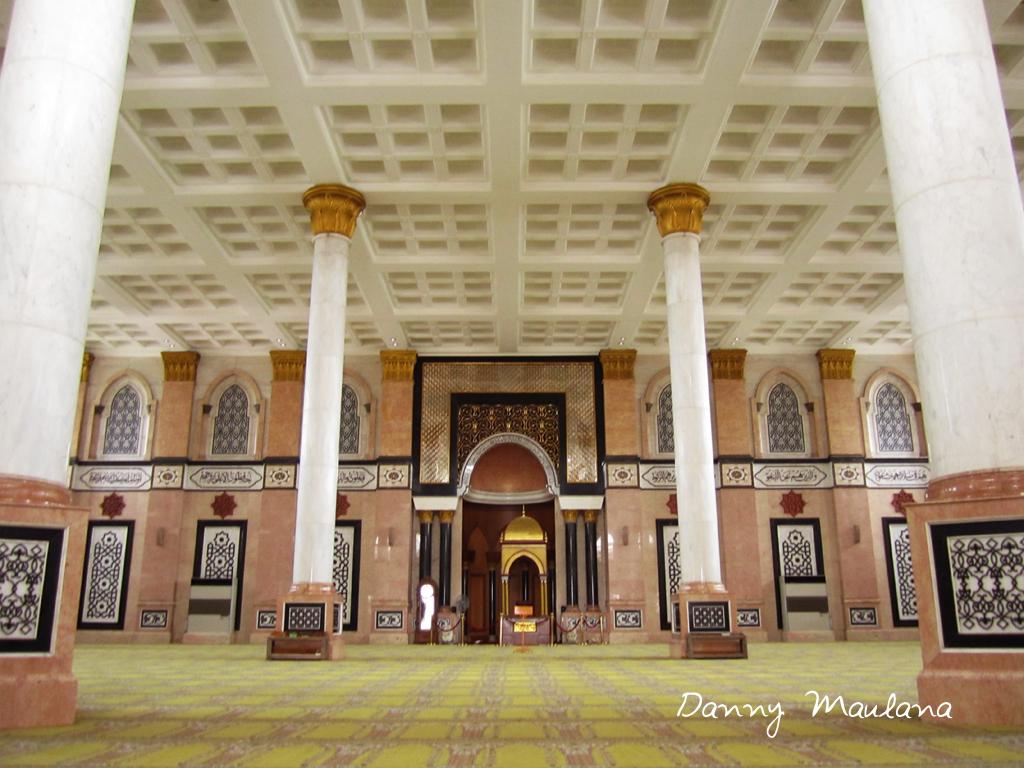 Related Image with Pintu Masjid Dengan Ornamen Kaligrafi Kuningan